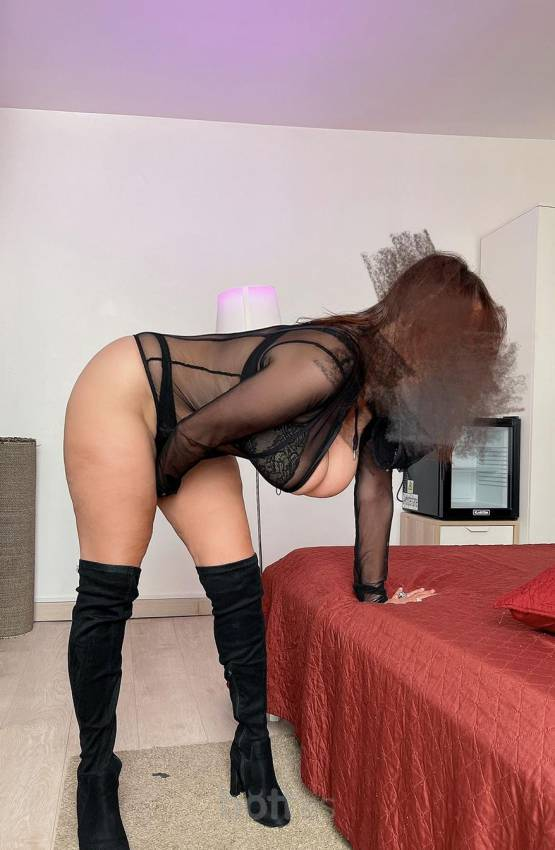 Escorts Barcelona: ANGIE, ITALIAN MILF ... COME GIVE ME? 24HRS I like crazy things in bed, sex with